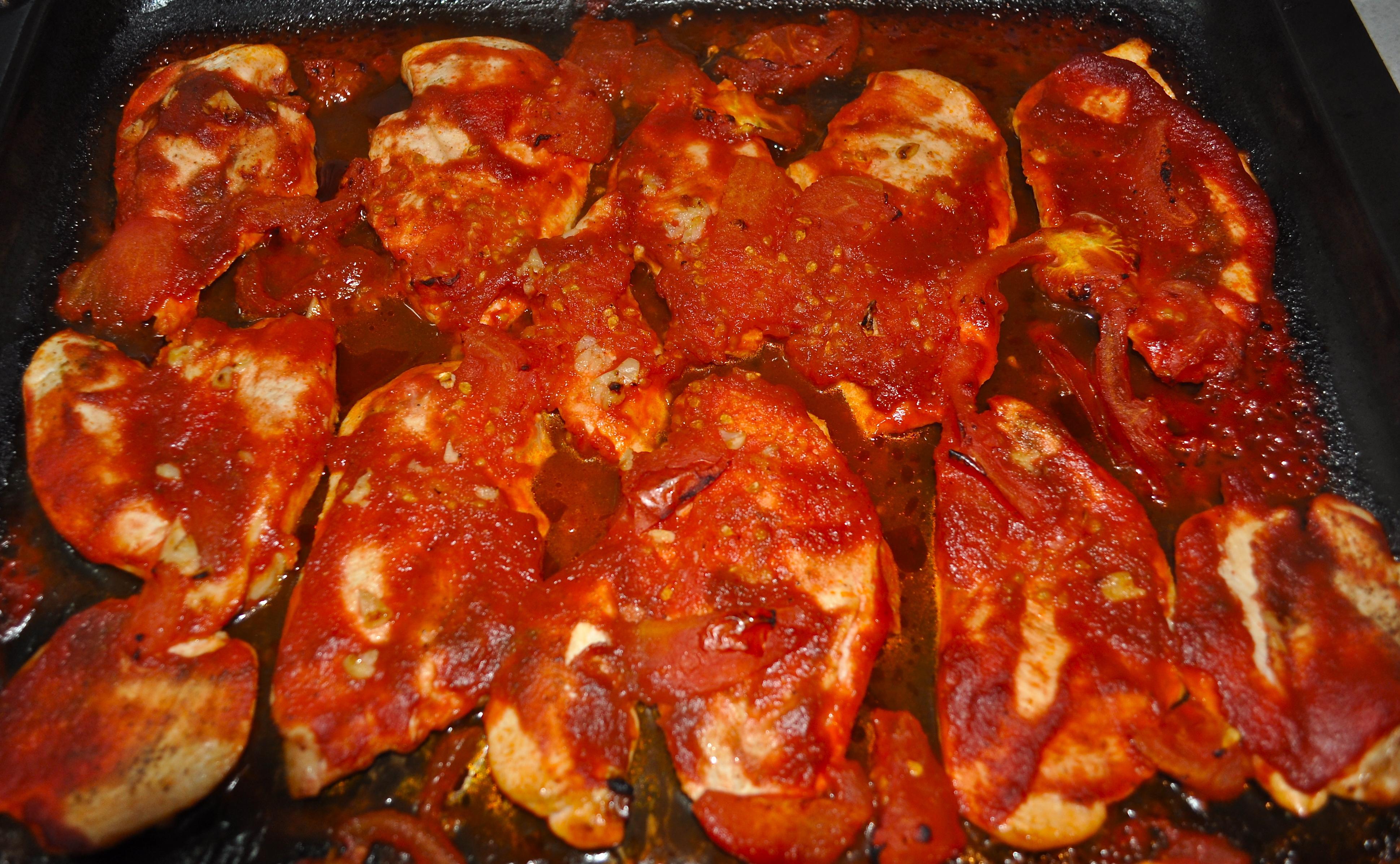 Fırında Domates Soslu Tavuk